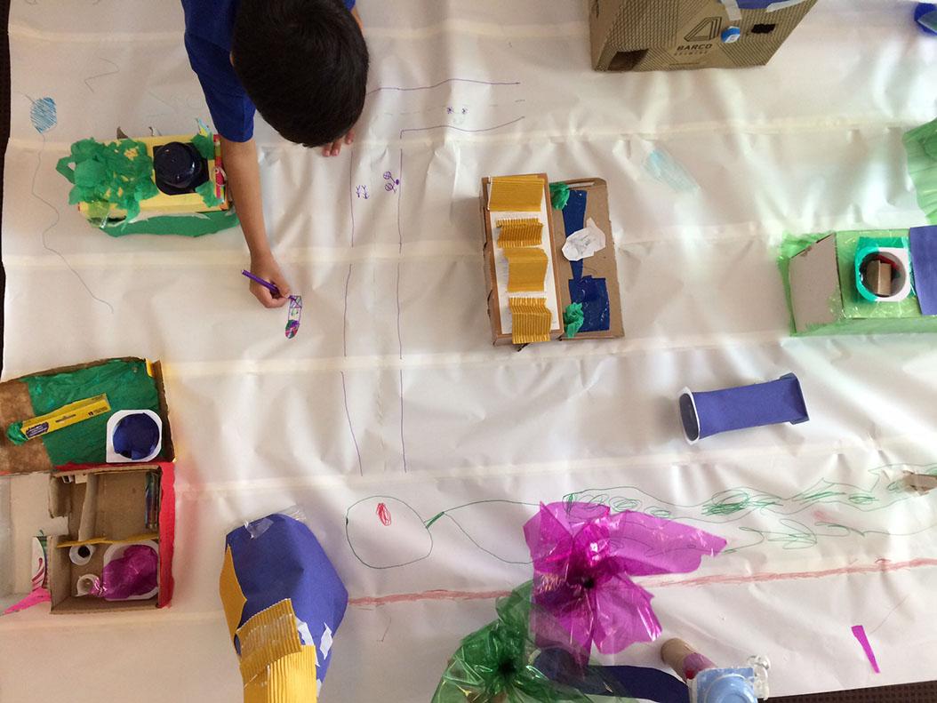 Ação do Movimento Traços Urbanos integra debate sobre cidade limpa, caminhada cultural, oficina de arquitetura para crianças e mutirão de limpeza
