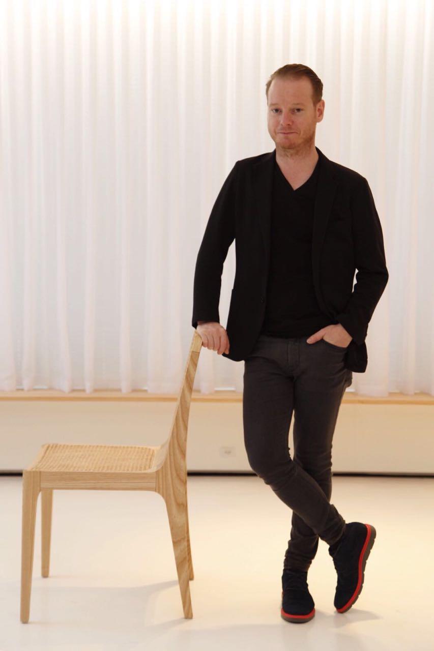Jader Almeida lança versão comemorativa da cadeira Bossa