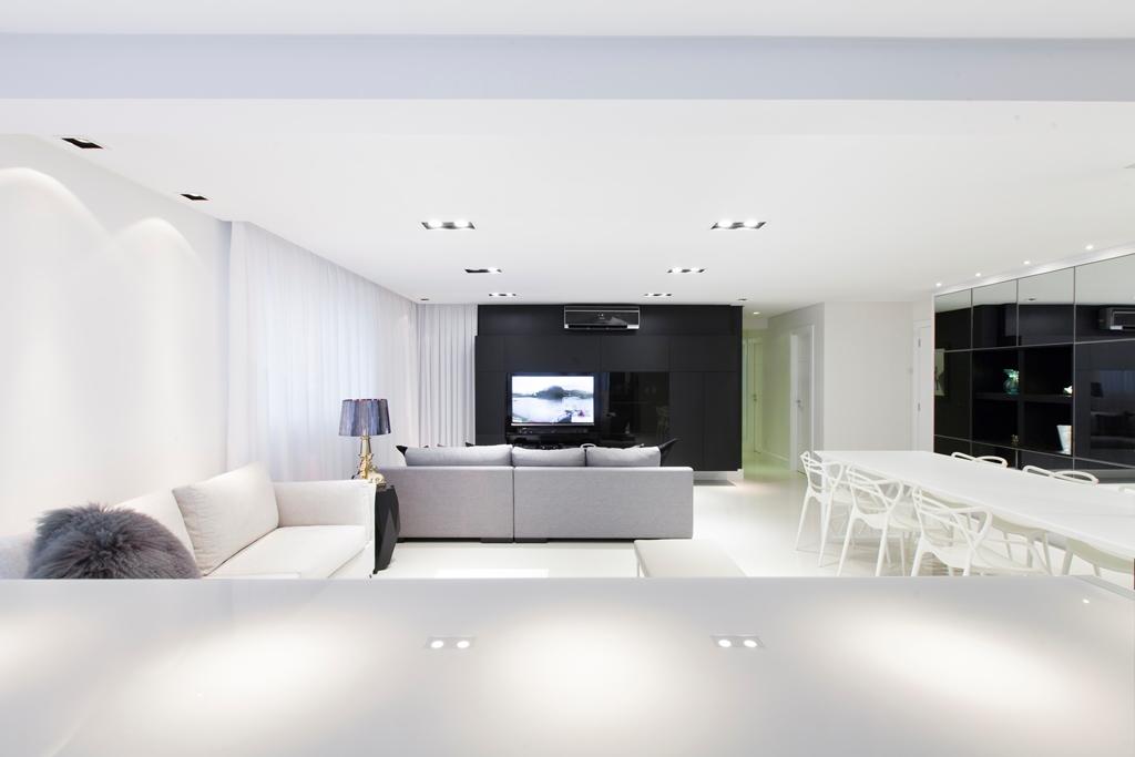 Proposta minimalista atribui sofisticação a apartamento em Blumenau