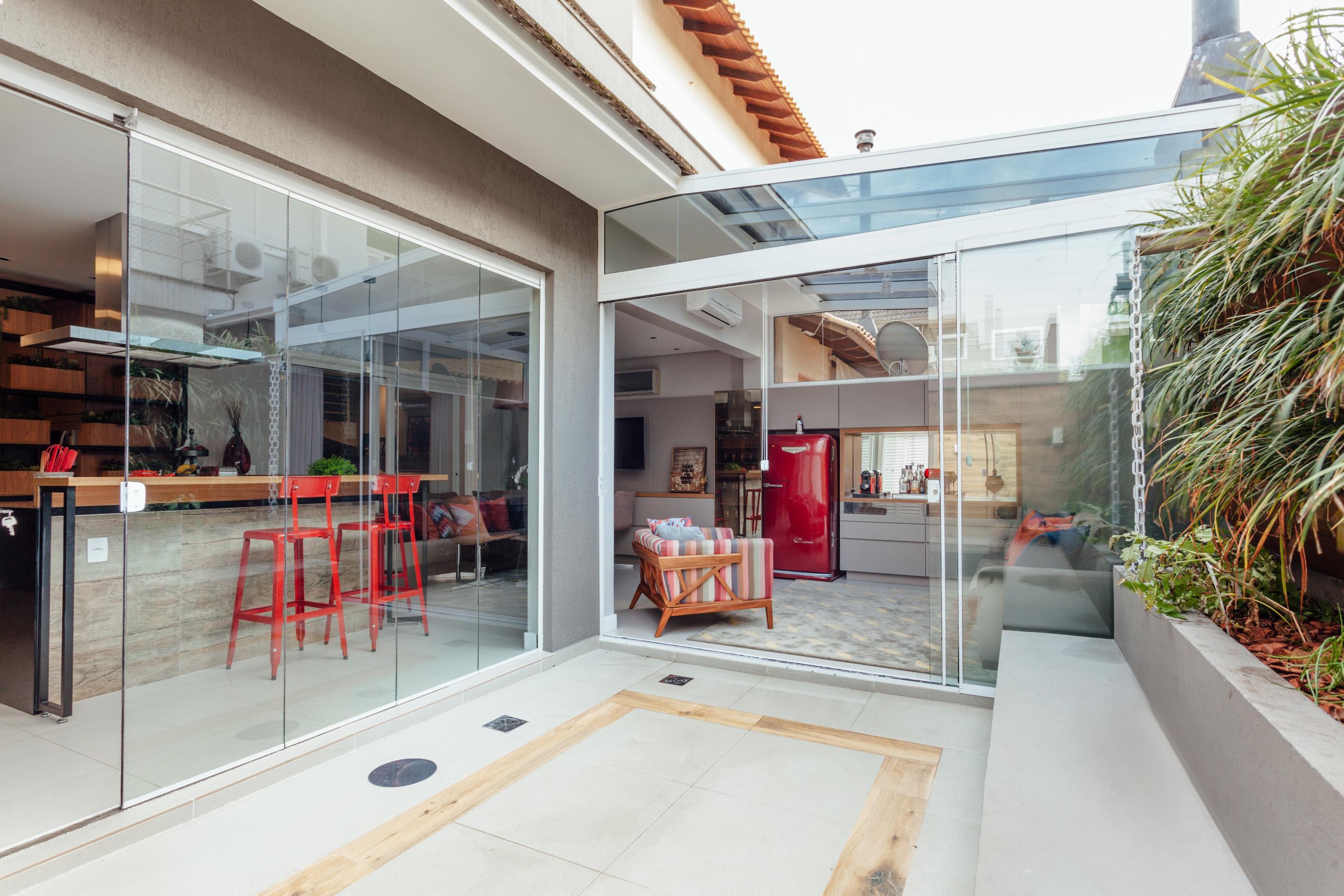 Alteração no layout qualifica convívio familiar em casa da capital gaúcha