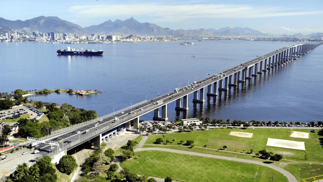 """Considerado """"o pai da ponte"""" Rio-Niterói, engenheiro Carlos Henrique Siqueira ministra palestra em Joinville"""