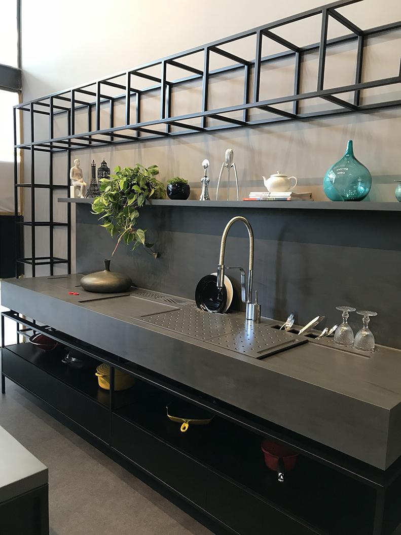 Infinita inaugura nova loja em Florianópolis e apresenta tonalidade exclusiva no país: Corian Carbon Concrete