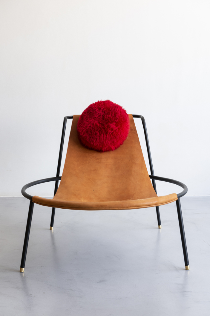 Diogo Giacomo Tomazzi reverencia as linhas modernistas de Lina Bo Bardi em sua nova coleção