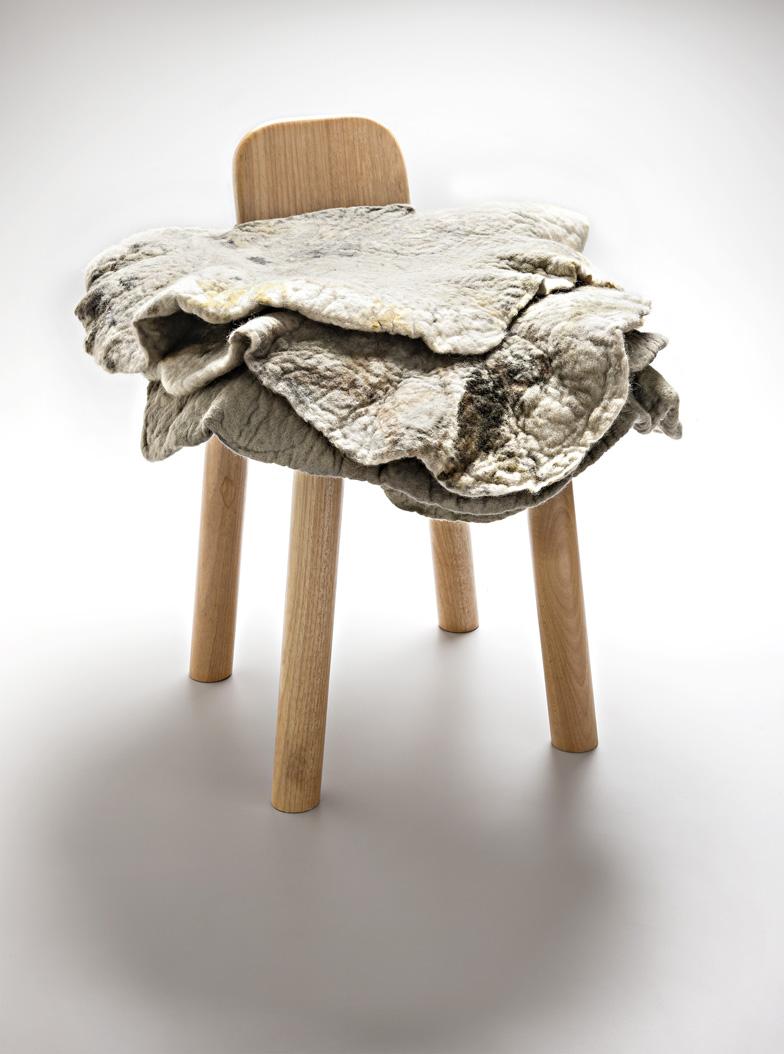Inês Schertel amplia seu portfólio com peças que trazem a lã de ovelha em sua forma mais bruta