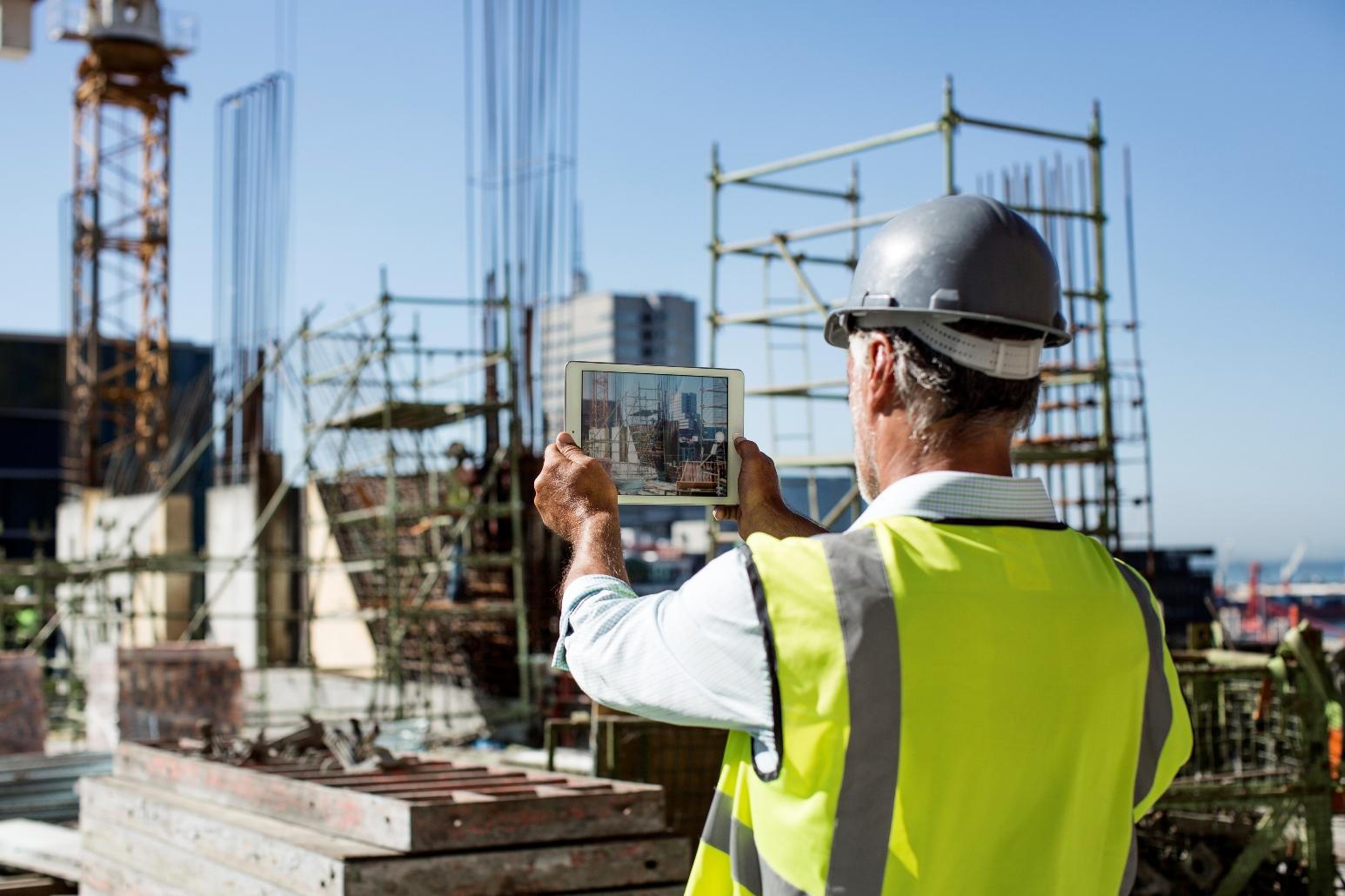 Pesquisa aponta cenários para a indústria da construção no Brasil nos próximos anos e orienta empreendedores