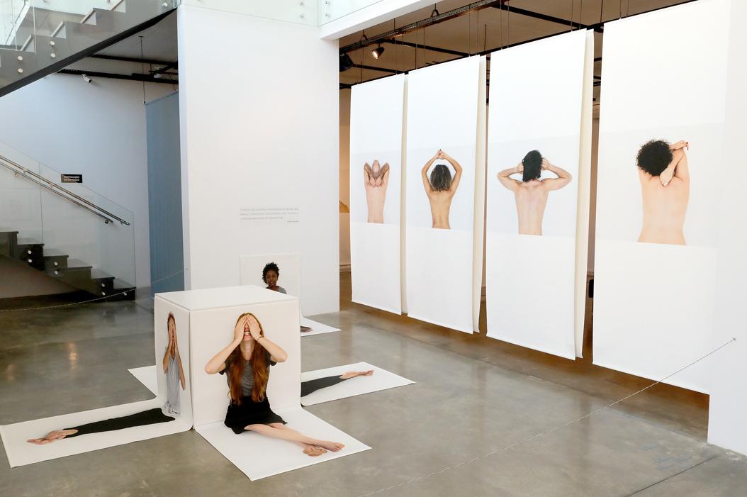 Em fotos e vídeos, artista multimídia revela histórias e sentimentos reais na exposição Transborda