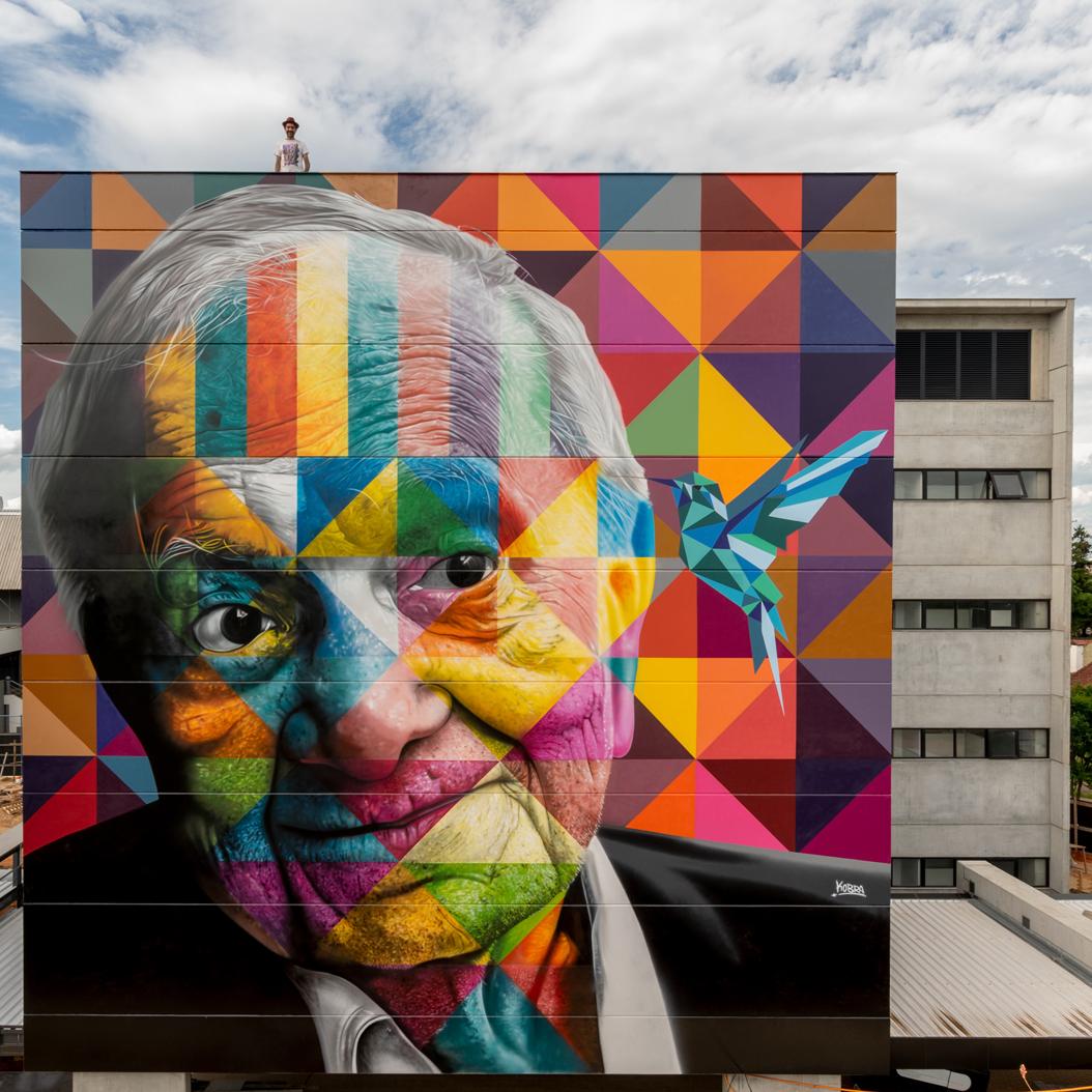 Muralista Eduardo Kobra estreia em Porto Alegre com homenagem a Mário Quintana